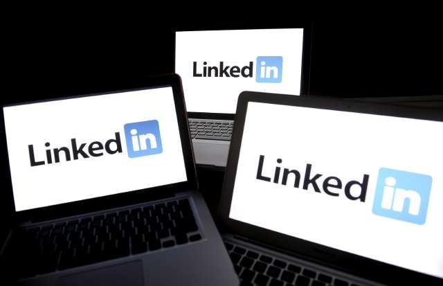 Акции LinkedIn подешевели на 25%