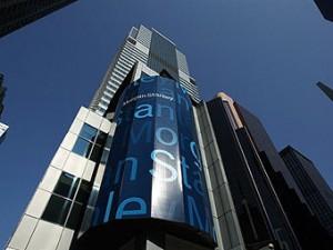 Падение акций Facebook принесло доход организаторам IPO соцсети