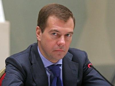 Медведев объяснил, зачем ему Twitter и Facebook