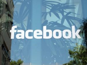 В Facebook теперь можно перетастивать фото с рабочего стола