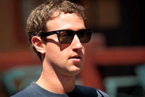 Цукерберг выкупил треть акций Facebook