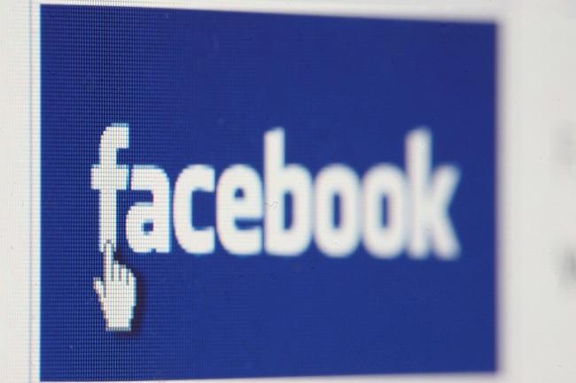 Более половины рефералов Facebook переходит на сторонние сайты с мобильных версий