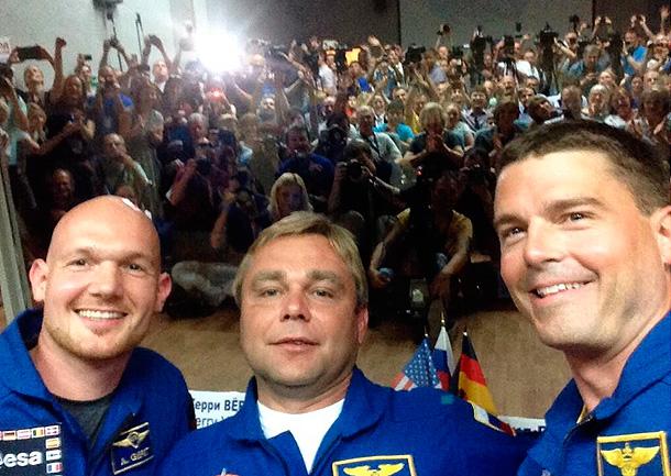 Новый экипаж МКС впервые в истории сделал селфи для размещения в Twitter