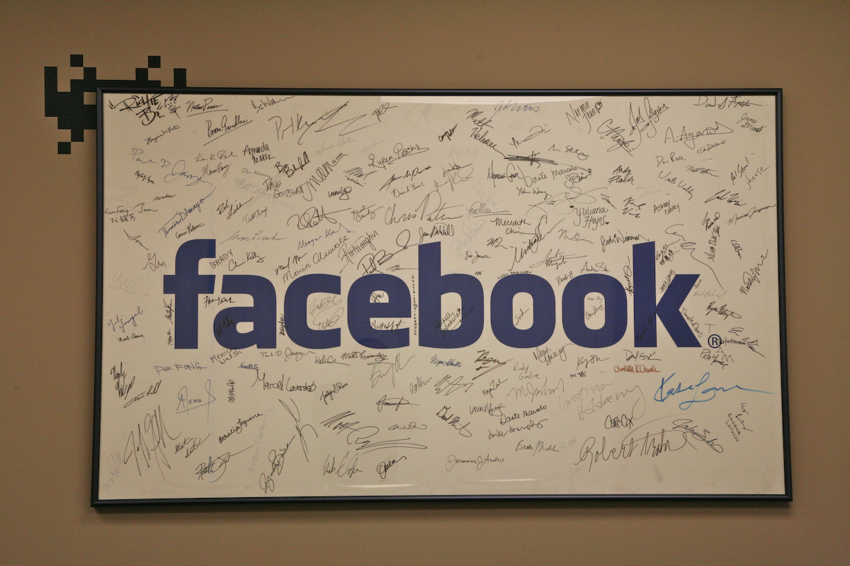 Facebook объявила, что ежемесячная аудитория приложения Messenger достигла 500 млн активных пользователей