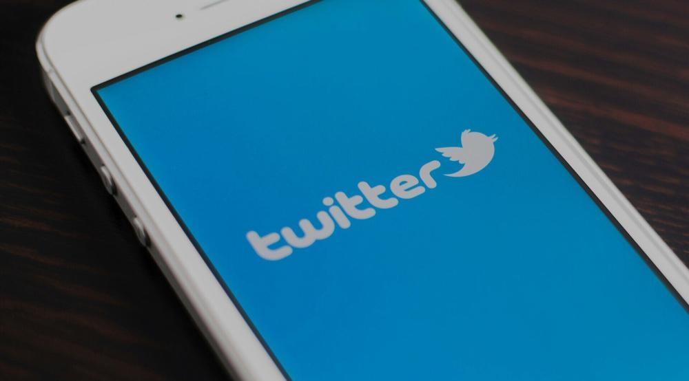 Представители Twitter объявили, что пользователи Android и iOS теперь могут прикреплять твиты в верхней части страницы