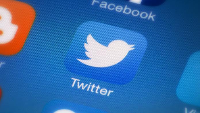 Представитель Twitter в России попал под сокращение