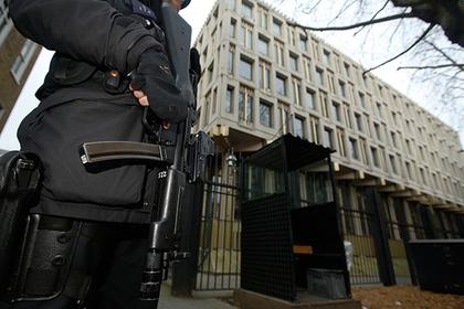 В сети усомнились в разумности заподозривших младенца в терроризме дипломатов
