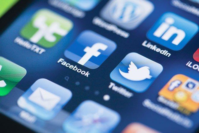 Власти Евросоюза усилили давление на Facebook, Google и Twitter