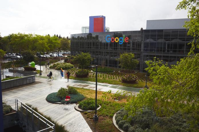 Уволенный из Google автор манифеста о гендерном неравенстве подал на компанию в суд