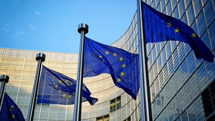 Еврокомиссия призвала Google и Facebook усилить борьбу с дезинформацией