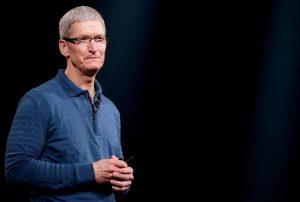 Глава Apple призвал власти к регулированию технологий