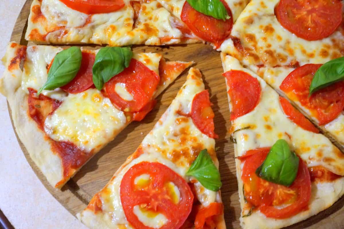 Как готовить пиццу «Маргарита»