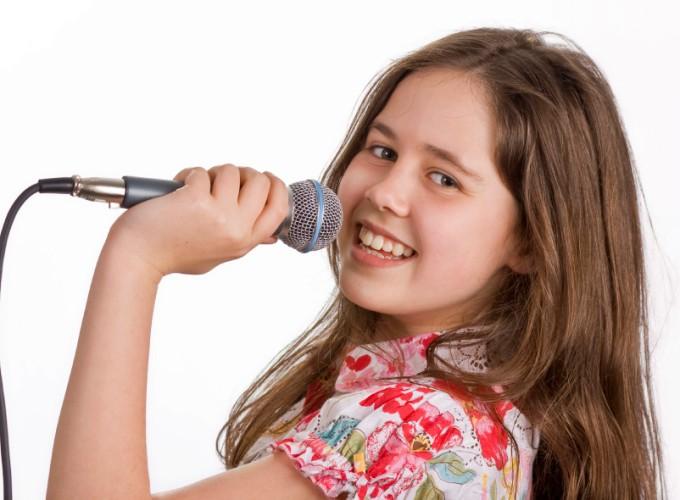 Как научить ребенка петь?