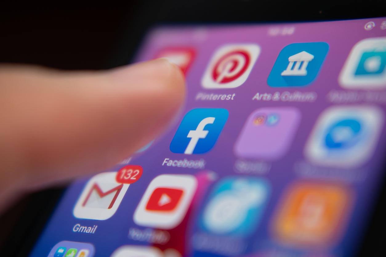 Более 400 брендов приостановили свою рекламу в Facebook