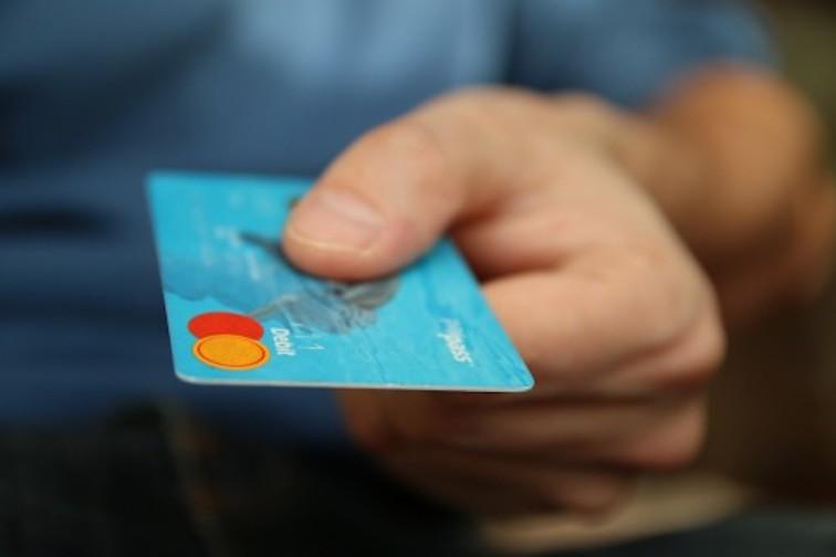 «ВКонтакте» начала принимать банковские карты