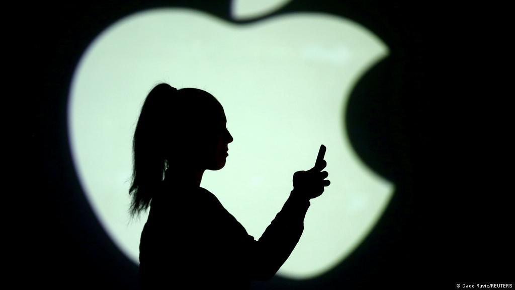 Суд отложил на осень рассмотрение иска Apple к ФАС