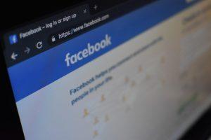 Facebook сократил видимость контента с языком ненависти на 50%